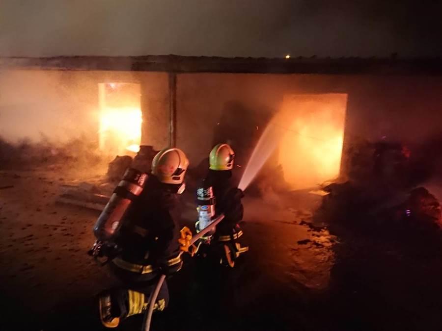 宜蘭頭城一家製香工廠8日凌晨傳出火警。(胡健森翻攝)