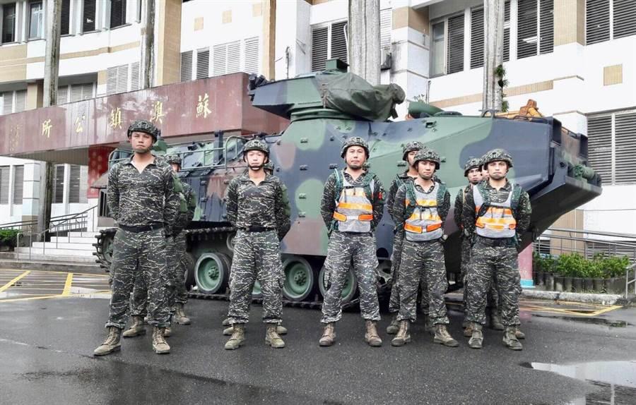 利奇馬升強颱 兩棲登陸車進駐宜蘭(圖/海軍司令部提供)