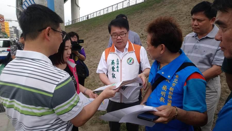 新北市第4選區立委選戰,民進黨由現任立委吳秉叡出馬競選連任。(吳亮賢攝)