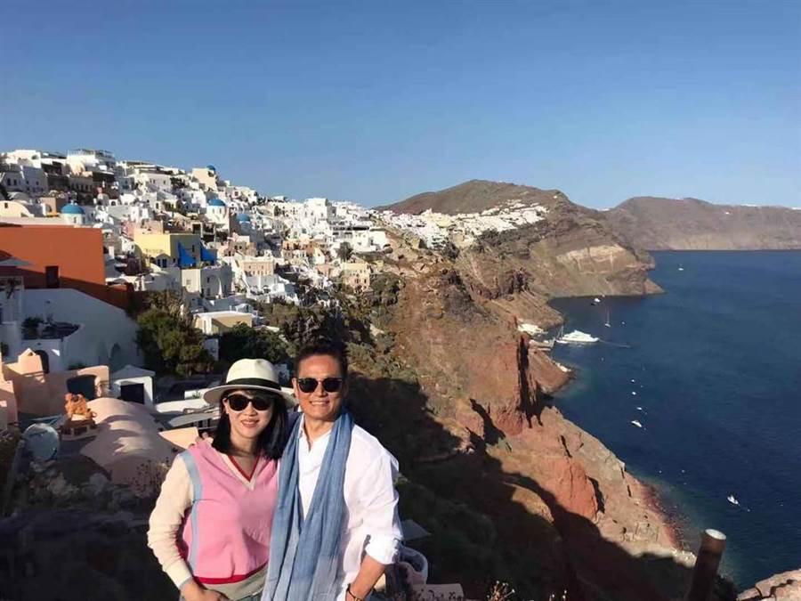 徐乃麟曝和空姐妻認識秘辛,日前結婚30週年更一同遊希臘慶祝。(圖/17 Media提供)