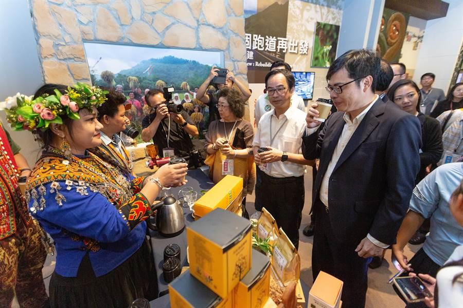 吾拉魯茲部落居民風災後打造咖啡產業鏈,從種植、烘焙、到產品行銷做出好口碑,也重新喚醒部落的生命力。(袁庭堯攝)