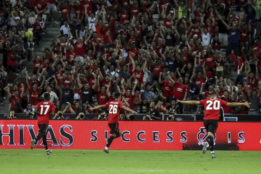 英超曼聯Mason Greenwood(中)慶祝進球。(美聯社資料照)