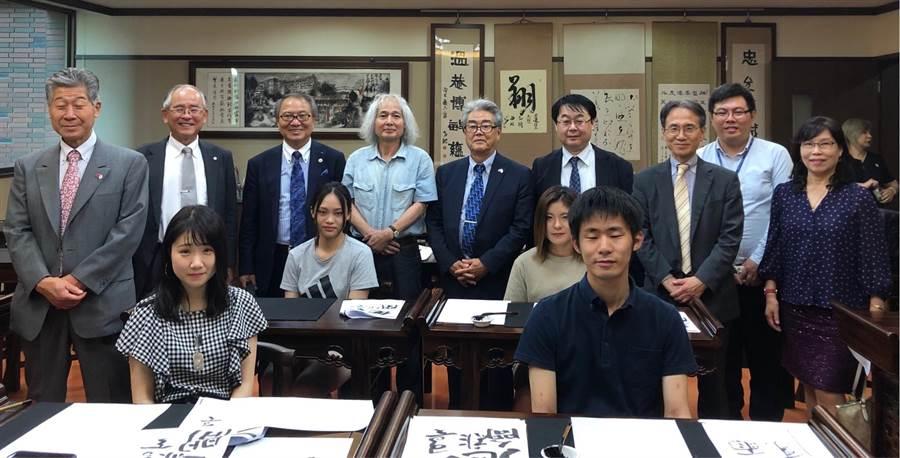 松本大學校長與產學研究代表訪問義大,並探訪四位在義大進修的日本社員。義守大學提供