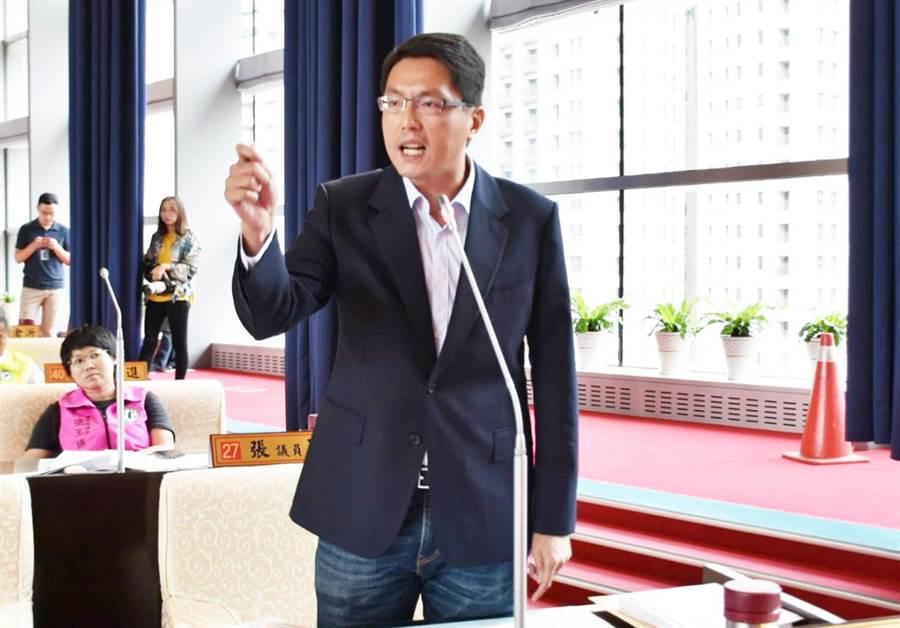 綠營市議員林德宇說,他支持使用者付費進去學校辦活動,大家都照一個標準,該收費就收費。(陳世宗攝)