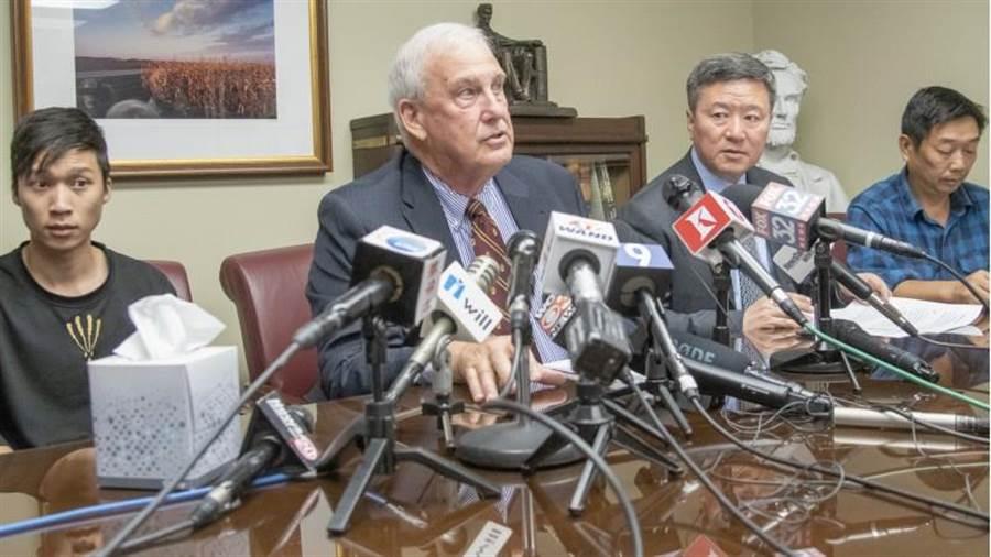 章瑩穎的家人和律師在美國召開記者會,公佈了兇手交代的章瑩穎遺體下落。(美聯社)
