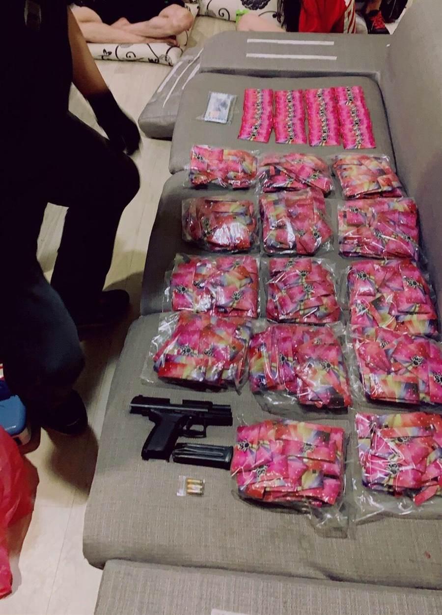 新北市刑警大隊破獲新型態毒咖啡包。(葉書宏翻攝)