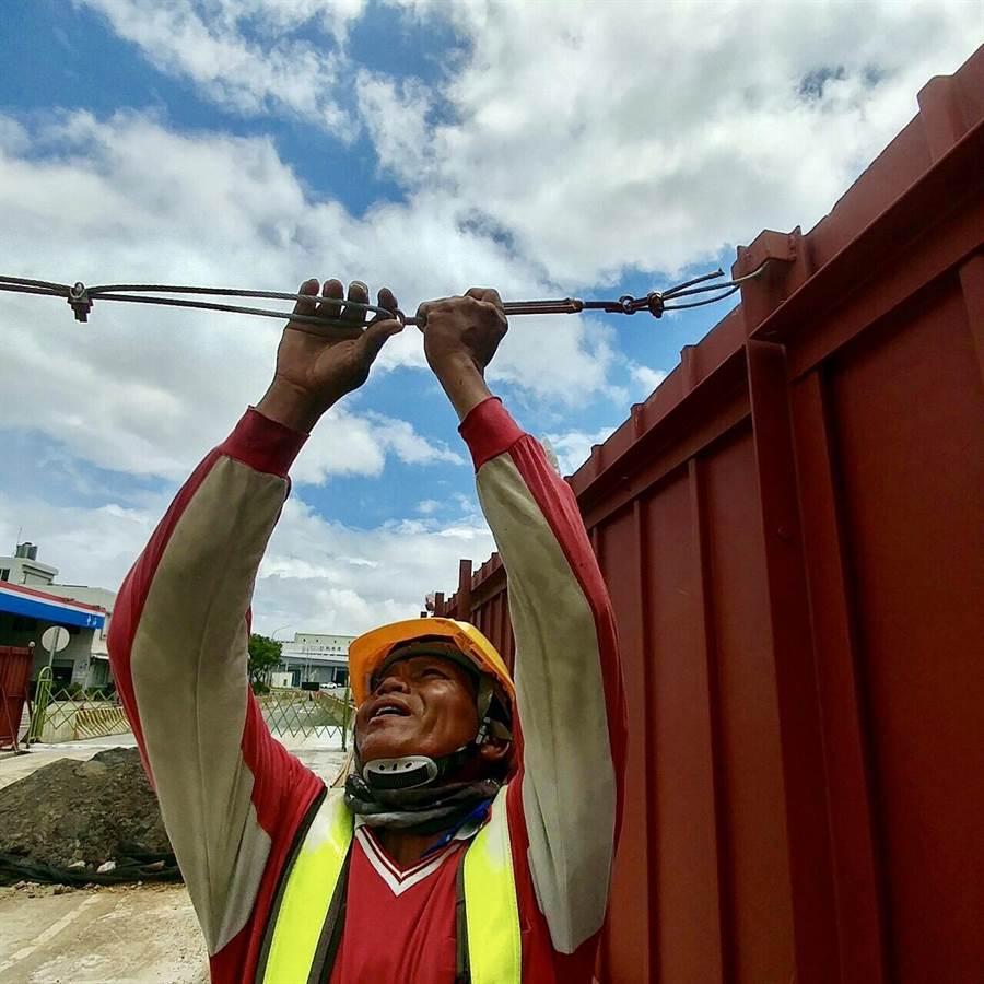 捷運工程進行中,其中GC01進行基樁,捷運工程局長陳文德要求承包廠商必須做到安全。(甘嘉雯翻攝)