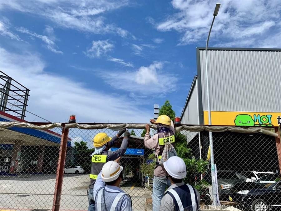 捷運工程進行中,其中GC01進行基樁,捷運工程局長陳文德要求承包廠商必須做到安全,而圍籬也要固定。(甘嘉雯翻攝)