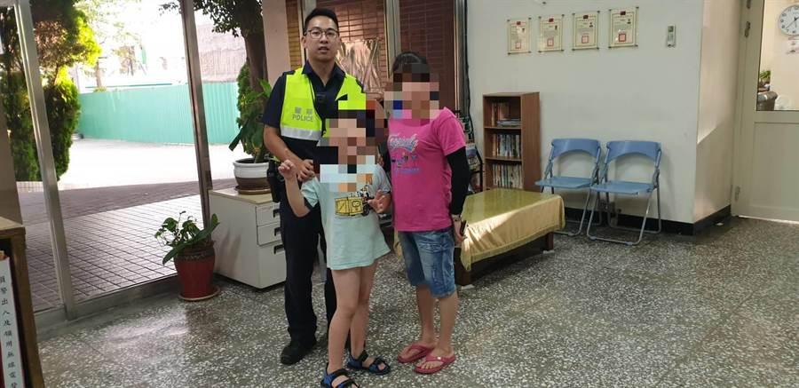 8歲男童獨留車卻走失,警方分頭協尋順利替心急的阮姓婦人找回孩子。(巫靜婷翻攝)