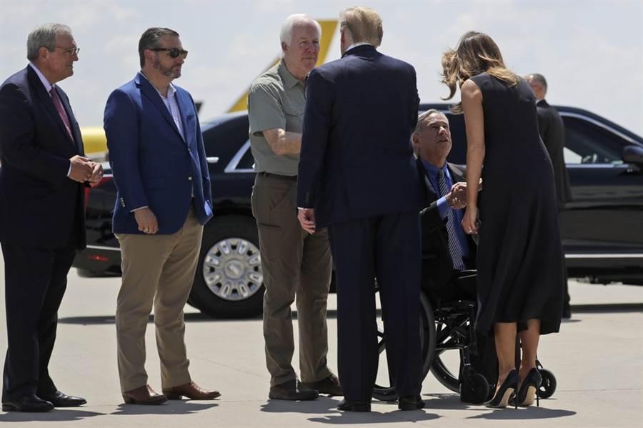 白宮新聞稿表示,川普探望槍擊受害者,受到普遍歡迎。(圖/美聯社)