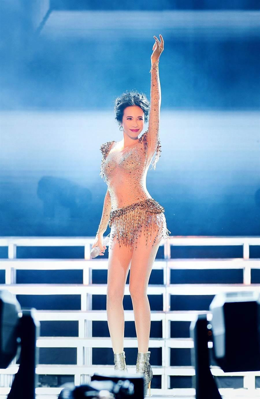 「絕色莫文蔚世界巡迴演唱會」3日於安徽省合肥奧體中心體育場開唱。(莫家寶貝工作室提供)