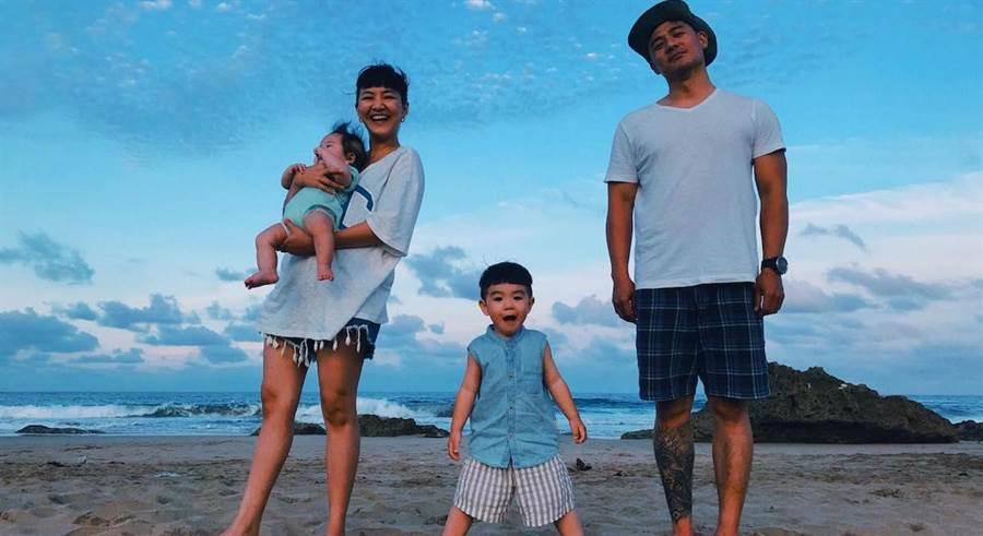 竇智孔有空常帶老婆和兩個兒子出遊。取自臉書