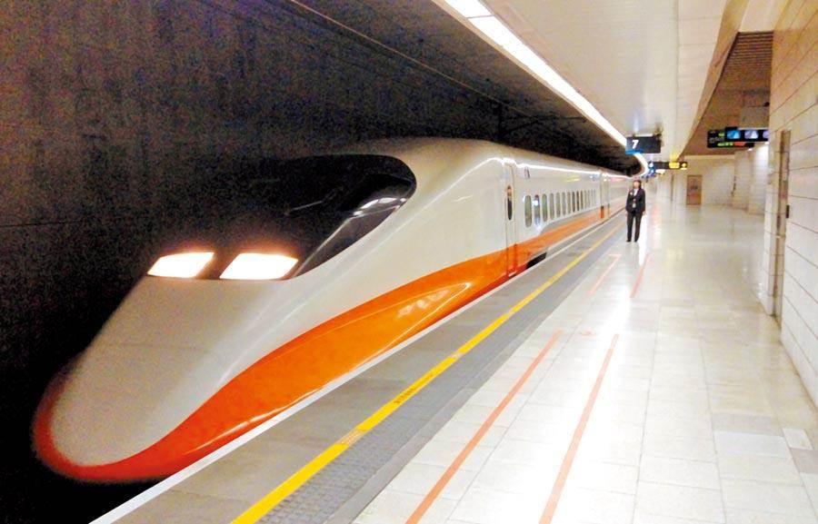 高鐵公司宣布,明日台中以北全面暫停營運,台中以南、左營及台中每小時發3班車。(報系資料照)