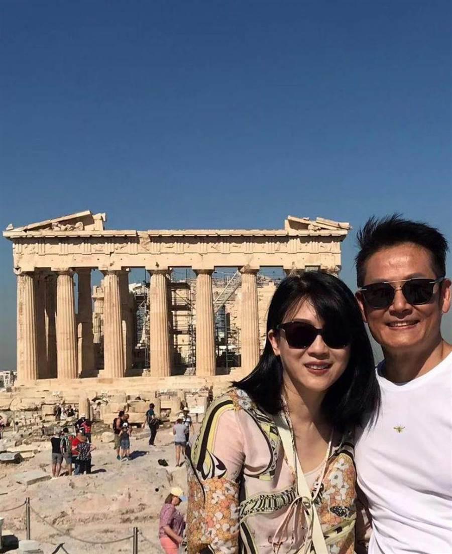 徐乃麟(右)與老婆遊希臘,歡慶結婚30周年。(17Media提供)