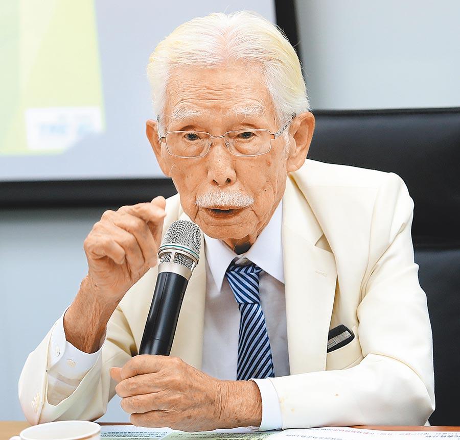 台灣制憲基金會7日公布最新制憲、兩岸關係及2020總統大選民調結果,基金會董事長辜寬敏表示依舊支持「蔡賴配」,這也是多數人的期望。(范揚光攝)
