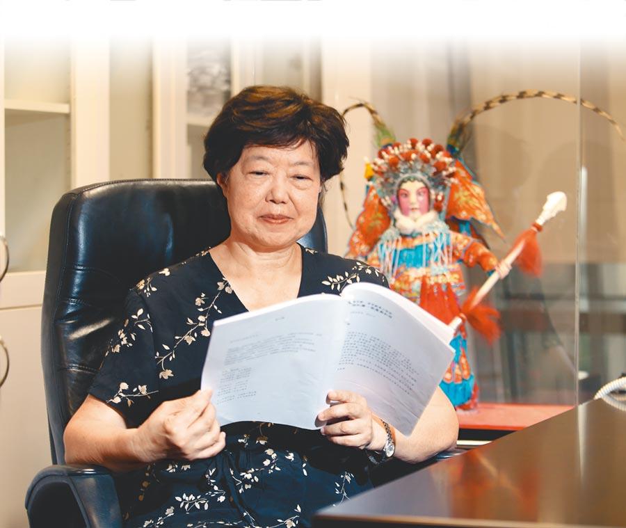 國家文藝獎得主、劇作家王安祈,心心念念的,就是京劇傳承,以及如何讓傳統戲曲走入現代人的生活。(陳怡誠攝)