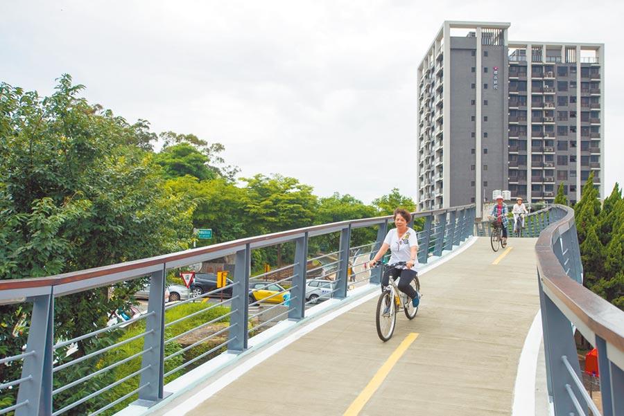 除平鎮自行車道斷點整合,桃園市府也將串聯石門大圳休憩路廊,發展觀光。(甘嘉雯翻攝)