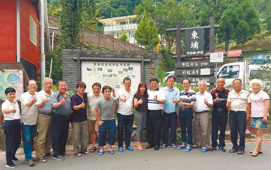 日本溫泉科學家法政大學名譽教授大河內正一等5位溫泉研究學者,來台研究調查台灣的溫泉水質。(楊樹煌攝)