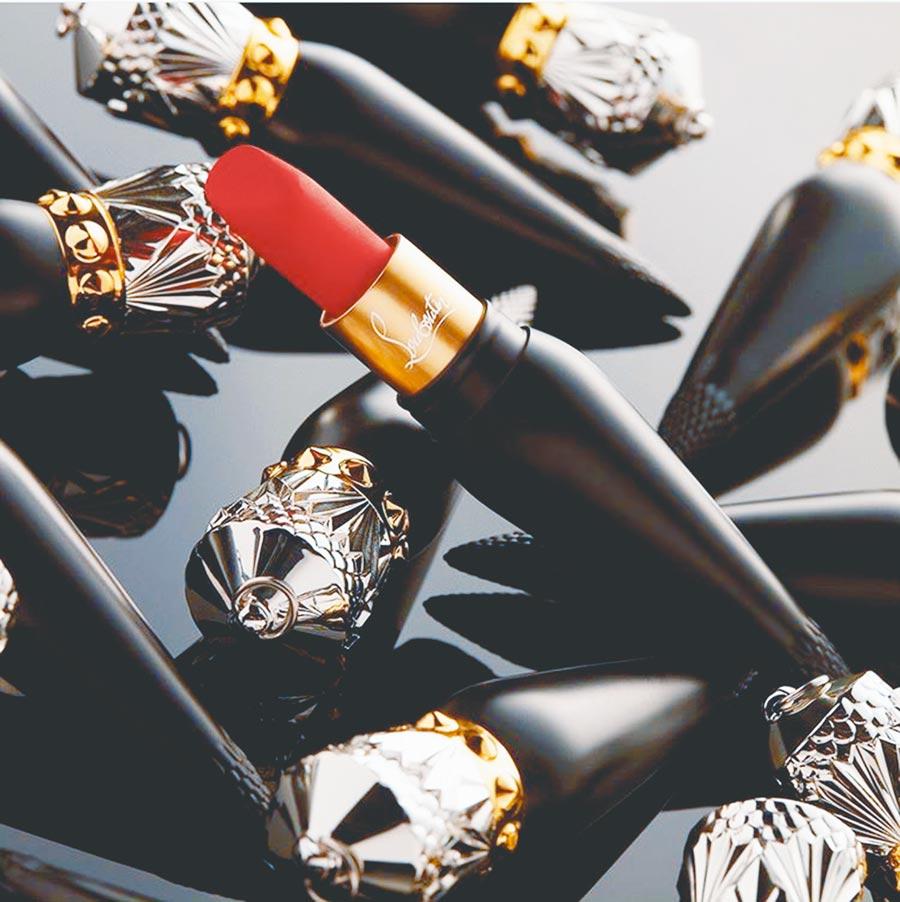 Christian Louboutin皇冠造型口紅約3300元,價格是香奈兒口紅的3倍。(翻攝自louboutinbeauty IG)