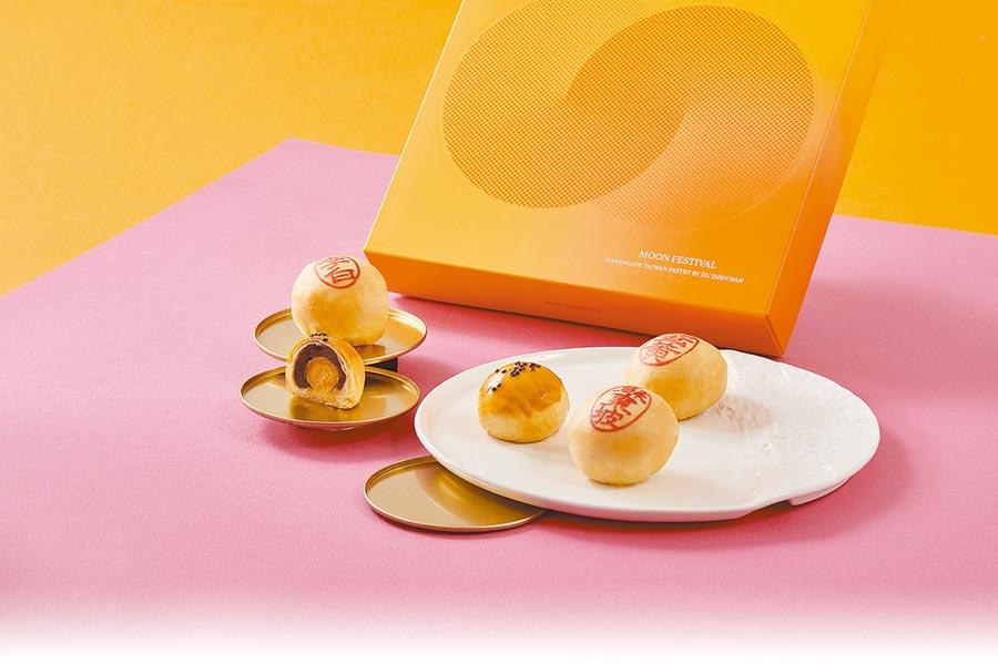 經典味如蛋黃酥仍最受歡迎,9入禮盒585元。(舊振南提供)