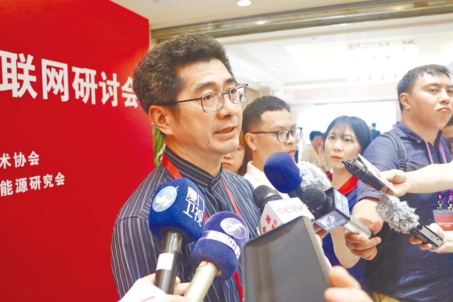 提及福建電力聯網金馬,金門縣副縣長黃怡凱表示,「時間上越快越好。」(記者吳泓勳攝)