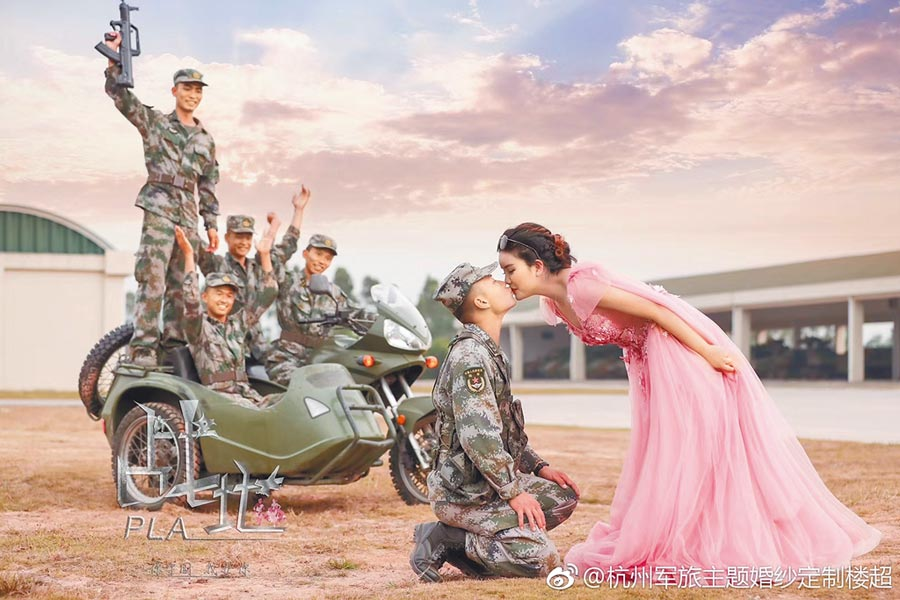 戰地婚紗專門為現役和退役軍人拍婚紗照。(取自微博@杭州軍旅主題婚紗定製樓超)