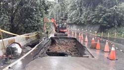 25平方米駭人大洞 大溪路面坍方