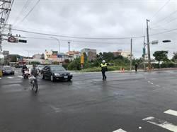 颱風過境交通號誌不亮 楊梅警疏導車行通過