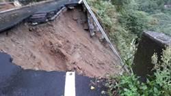 驚!苗21線路基嚴重坍塌  警封鎖路段禁止通行