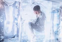 吳青峰為新專輯打造「人體冰雕」 零下低溫頻凍傷