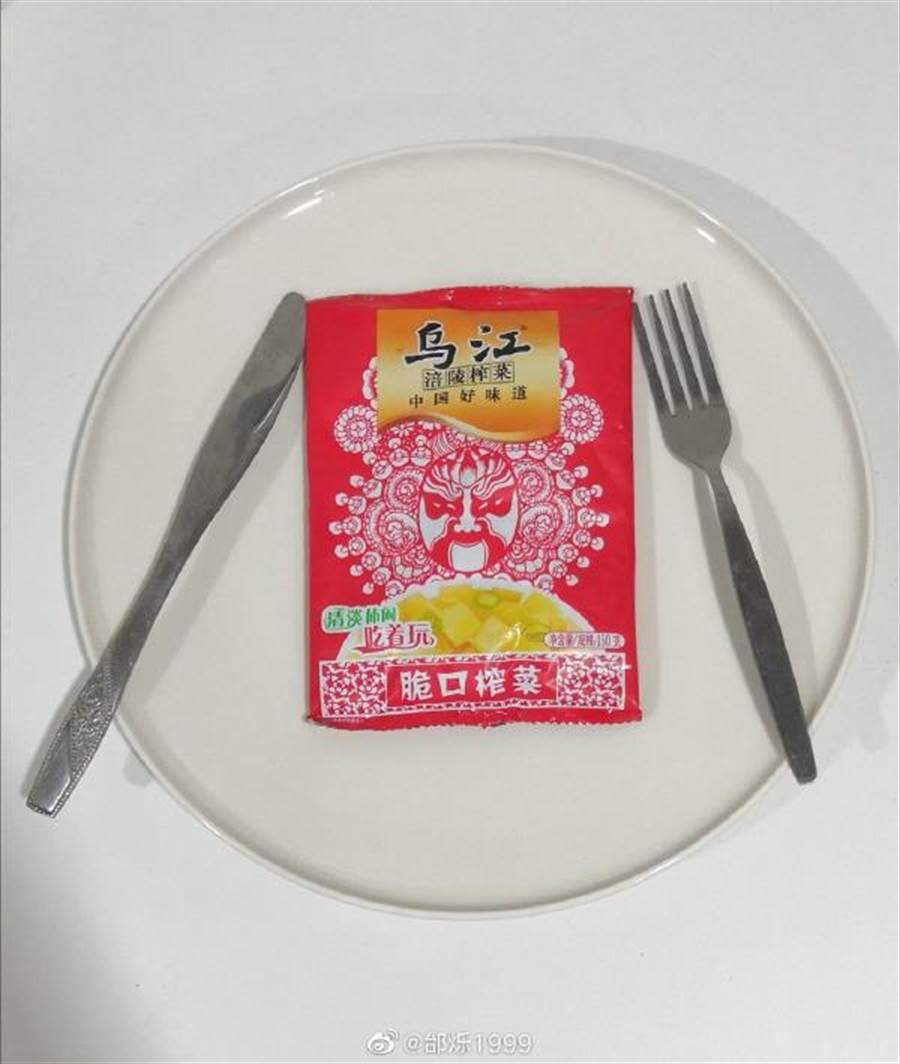 台灣名嘴說大陸人連榨菜都吃不起!驚呆了一眾大陸網友。(圖片:微博邰烁1999)