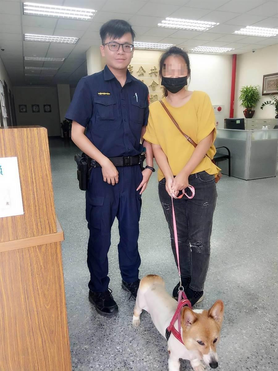 新北市新店警分局警員利用臉書幫忙走失的柯基犬找到主人。(葉書宏翻攝)
