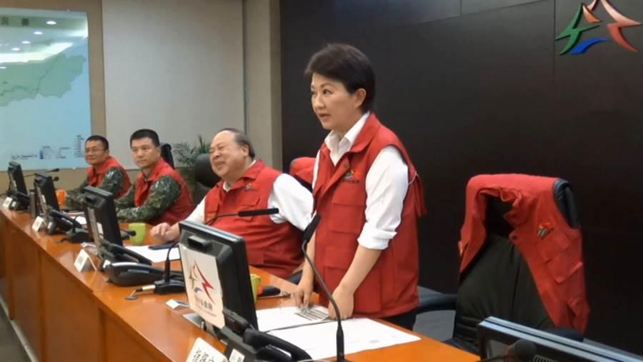 台中市長盧秀燕(右一)。(翻攝自盧秀燕臉書直播)