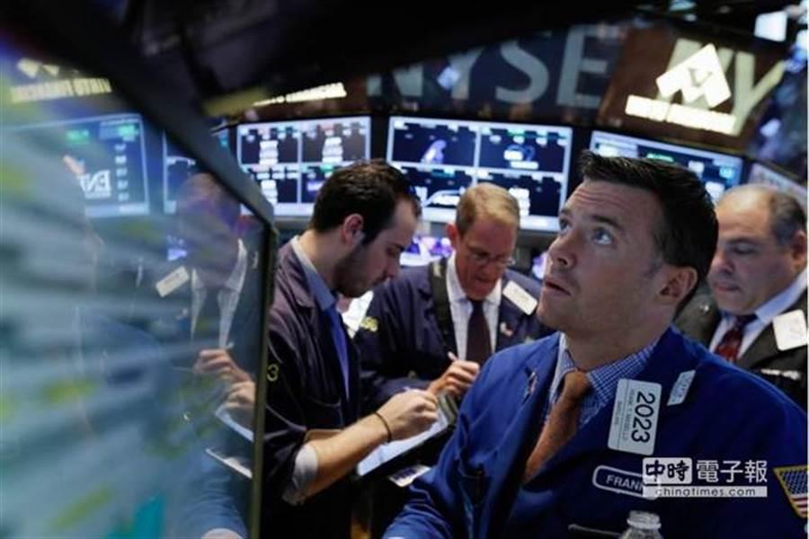一些投資人擔憂,這樣劇烈的市場行動是否成為進一步動盪的預兆,讓人想起去年12月華爾街經歷的動盪。(圖/美聯社)