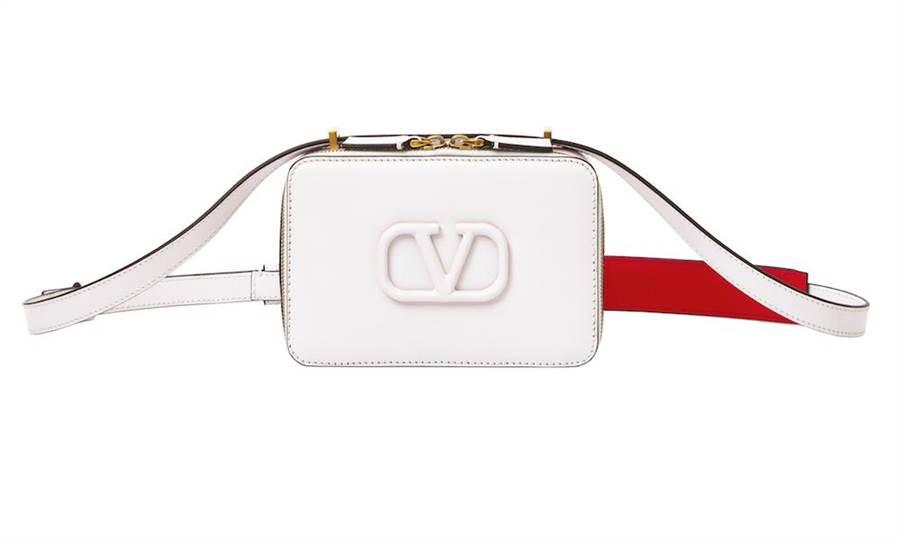 Valentino Garavani VSLING白色相機包,5萬7500元。(品牌提供)