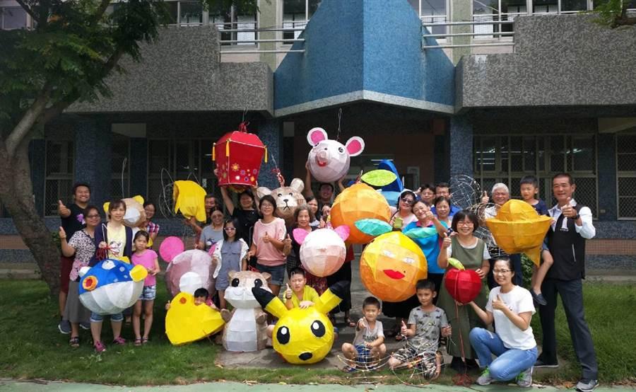 北港花燈研習營,傳承百年花燈文化。(張朝欣攝)