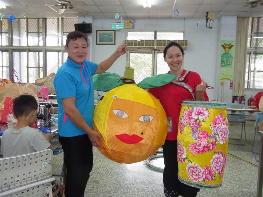30餘名教師參加北港花燈研習營,製作近百件特色花燈。(張朝欣攝)
