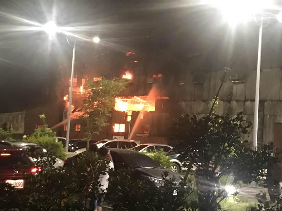 嘉義縣朴子市永和里應菜埔一棟住宅9日晚上7時許發生火警,未發現人員受傷或受困。(張毓翎翻攝)
