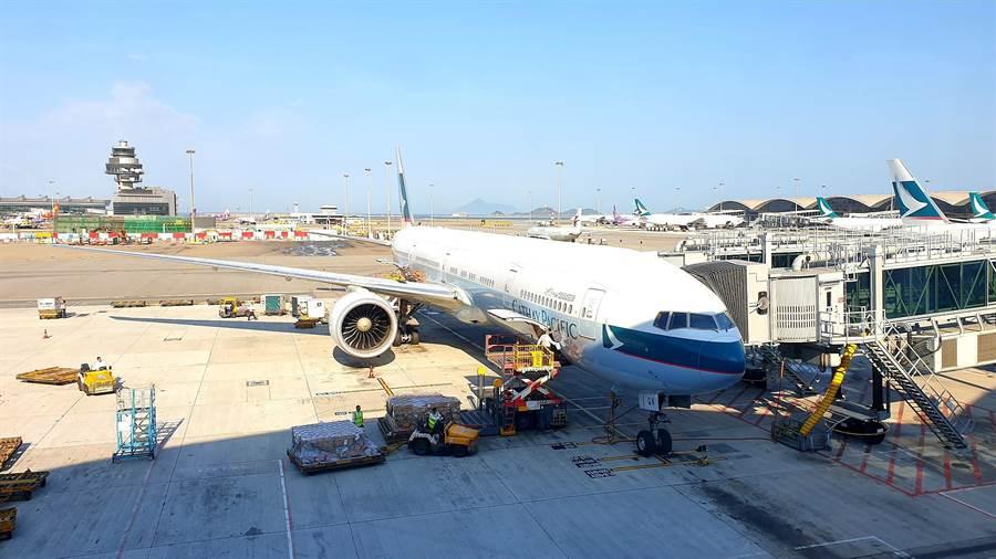 大陸民航局向國泰航空發出重大安全警示。圖為國泰航空班機。(藍孝威攝)