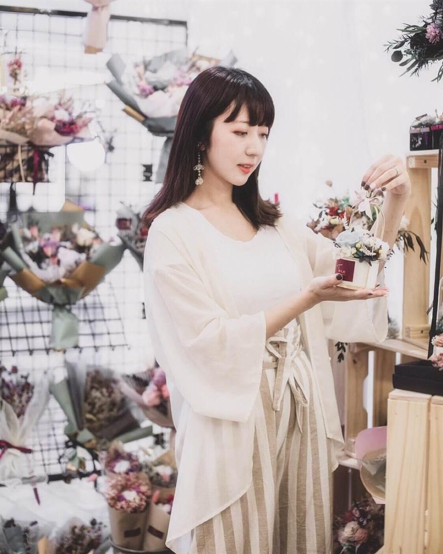 TRIO Florist花欉奏永生乾燥花店18日前於板橋大遠百9F威尼斯廣場快閃,有各式美麗花束和網美必拍打卡點。(遠百提供)