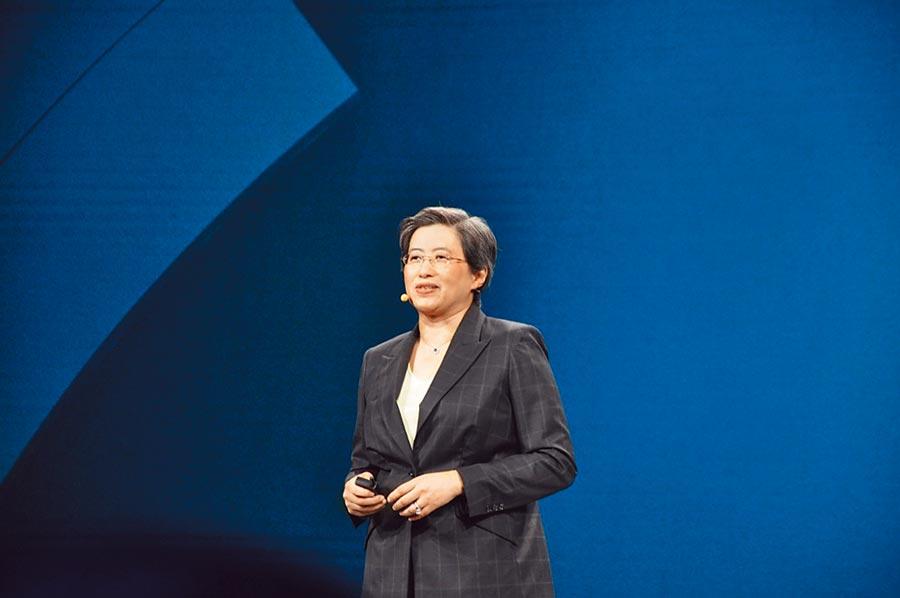 美商超微(AMD)執行長蘇姿丰(Lisa Su)宣布推出第二代EPYC伺服器處理器,處理器核心採用台積電7奈米製程生產。圖/涂志豪