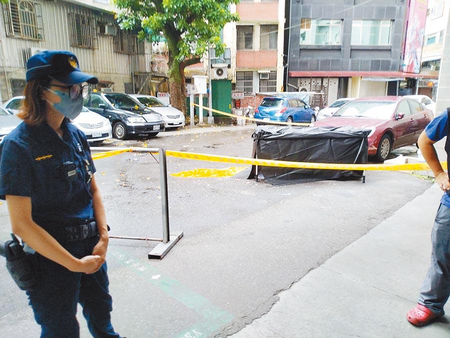 8月8日父親節,鄧姓男老師被發現在基隆一處立體停車場墜樓,留下1歲大的兒子在13樓的車內。(許家寧攝)