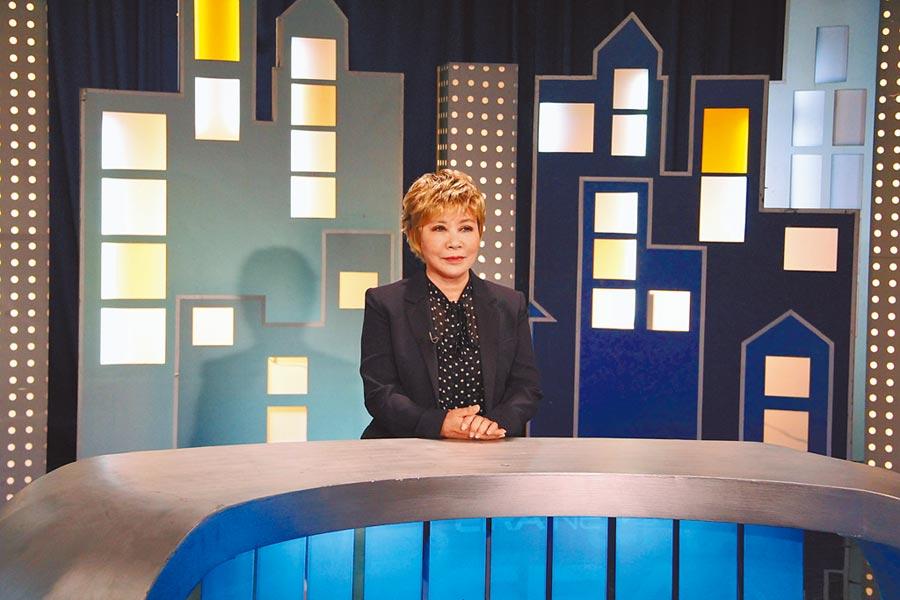 黃小琥為鄭怡的電視特輯跨刀當主播。