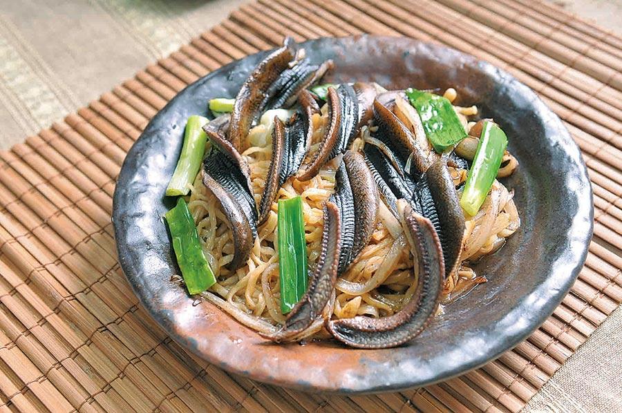SOGO忠孝館「阿輝炒鱔魚」乾炒鱔魚意麵,每份200元。(SOGO提供)