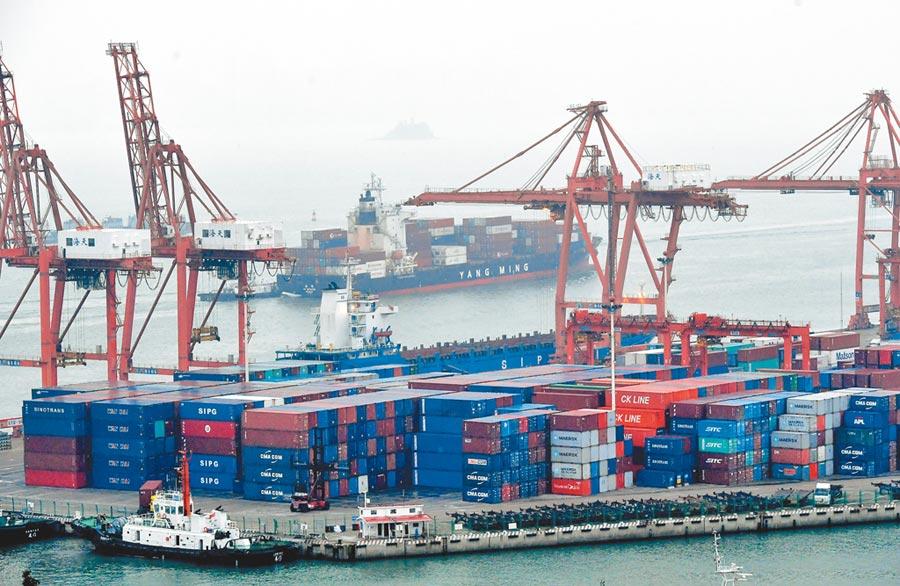 今年前7個月,大陸對美貿易順差1.15兆元人民幣,擴大11.1%。圖為廈門東渡港。(中新社資料照片)