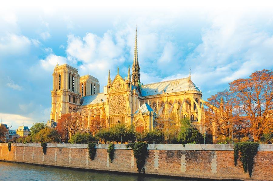 巴黎聖母院燒毀前模樣。(CFP)