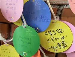 尷尬了!小英剛寫完心願卡 一旁驚見「國瑜總統」