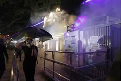 香港警方於尖沙咀警署附近 施放催淚煙