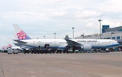 華航飛機竄火光 急疏散156旅客