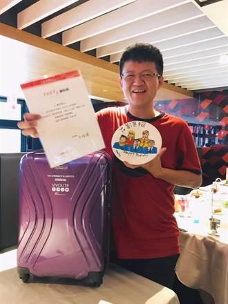 鐵粉獲餐廳頒獎送禮!颱風假這天 他完成吃遍全台這家連鎖牛排館